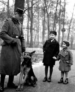 1935 - The Shupo (Schutzpolizei) is telling Henry and me not to be afraid of the big dog