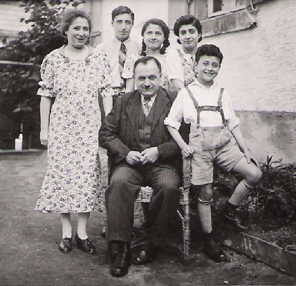 Rebecca, Hugo, Laure, Margot, Heinrich and Manfred Wildmann, Philippsburng, 1938