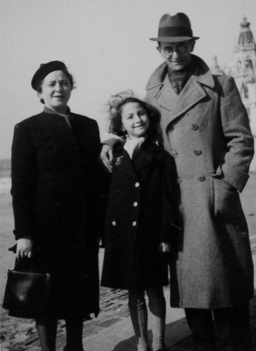 1939 – My uncle Schleume visits us.  I am standing between my mother and him.